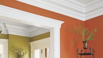 Плюсы и минусы пластиковых плинтусов для обрамления потолка