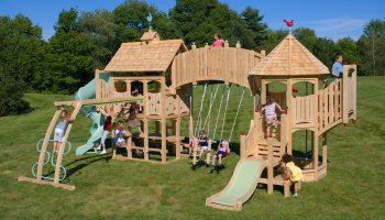 Детский игровой городок – важный элемент дизайна участка