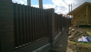 Что делать если покосило забор