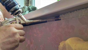 Почему установка подоконика на пену приводит к сквознякам