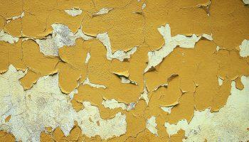 Почему может пузырится краска на стене