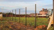 Почему расшатываются заборные столбы
