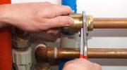 Из-за чего возникает протечка труб в ванной