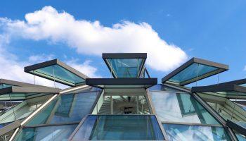 В чем опасность стеклянной крыши