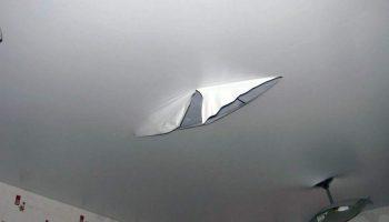 Как легко починить порвавшийся натяжной потолок