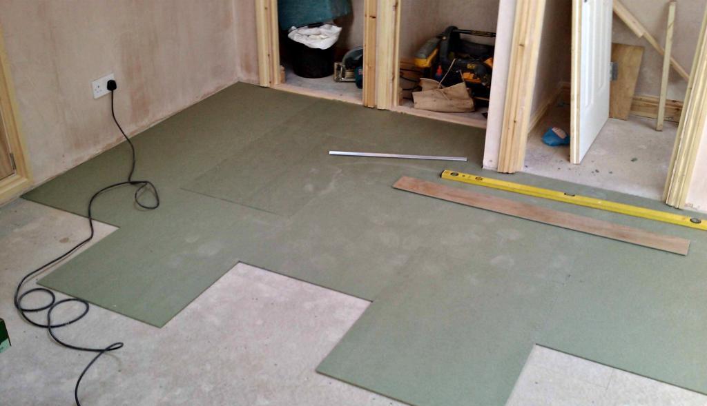 как уложить ламинат на бетонный пол самостоятельно