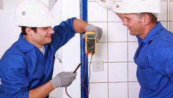 5 вопросов, которые необходимо задать электрику, чтобы проверить его профессионализм