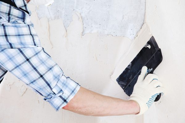 Выравнивание стен шпаклевкой