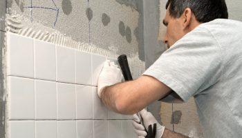 Частые ошибки при укладке плитки в ванной и способы их устранения