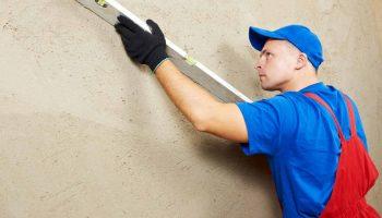 Почему не стоит ровнять стены под плитку с помощью плиточного клея