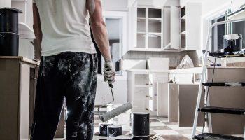 Как делать ремонт в комнате не вынося мебель