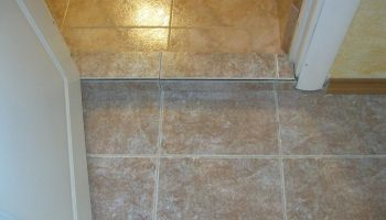 Как выполнить правильный переход между ванной комнатой и коридором