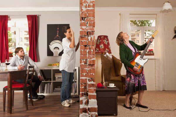 Громкая музыка у соседей