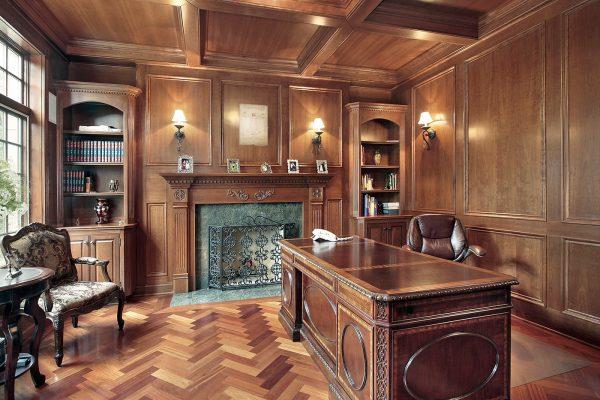 Деревянные панели в кабинете