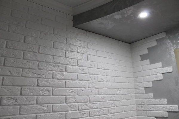 Кирпичная стена из гипса