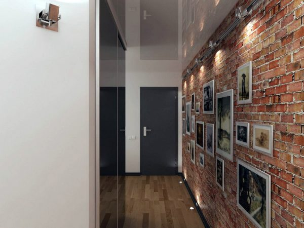 Кирпичная стена в коридоре
