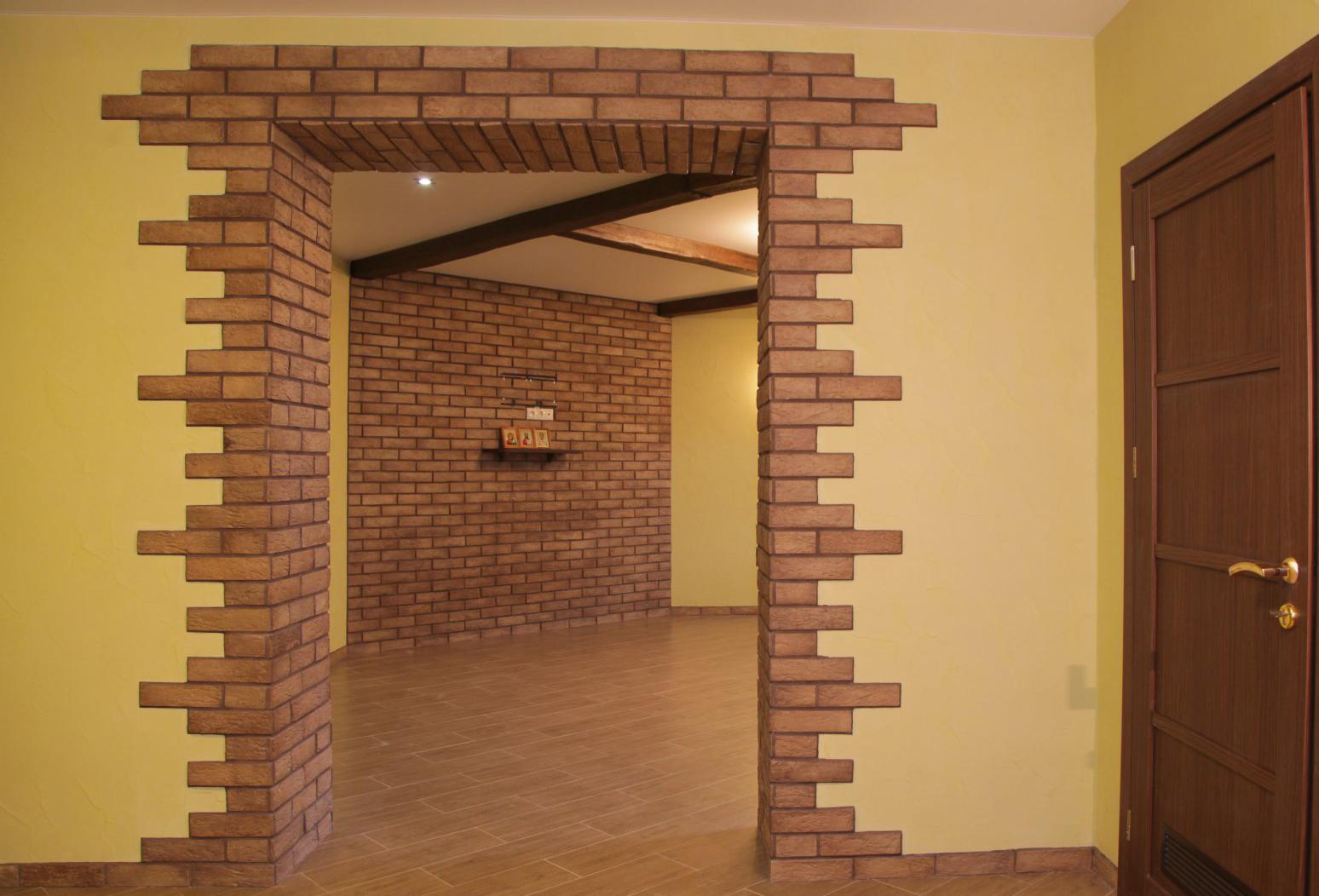 Дверной проем из декоративного камня фото