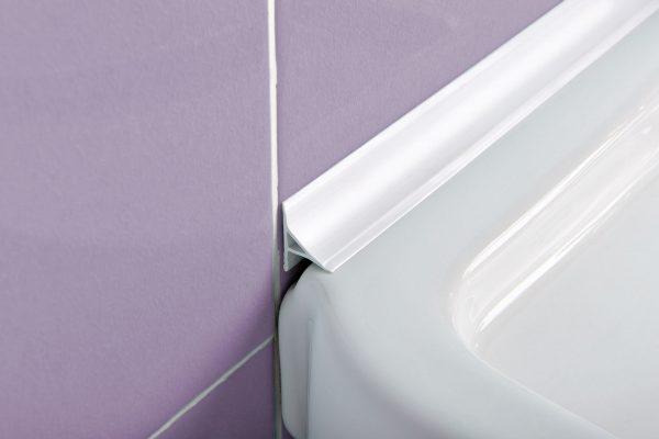 Фото пластикового плинтуса для ванны