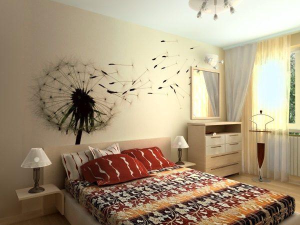 Рисунок по трафарету в спальне