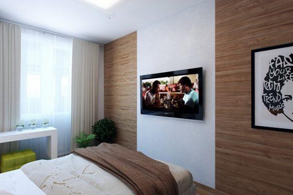 Стена напротив кровати