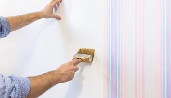 Последствия поклейки обоев без обработки стен
