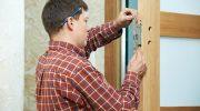 Можно ли подогнать дверь вплотную к стене, не ставя наличники