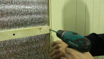 Как правильно крепить стеновые панели ПВХ на стены своими руками