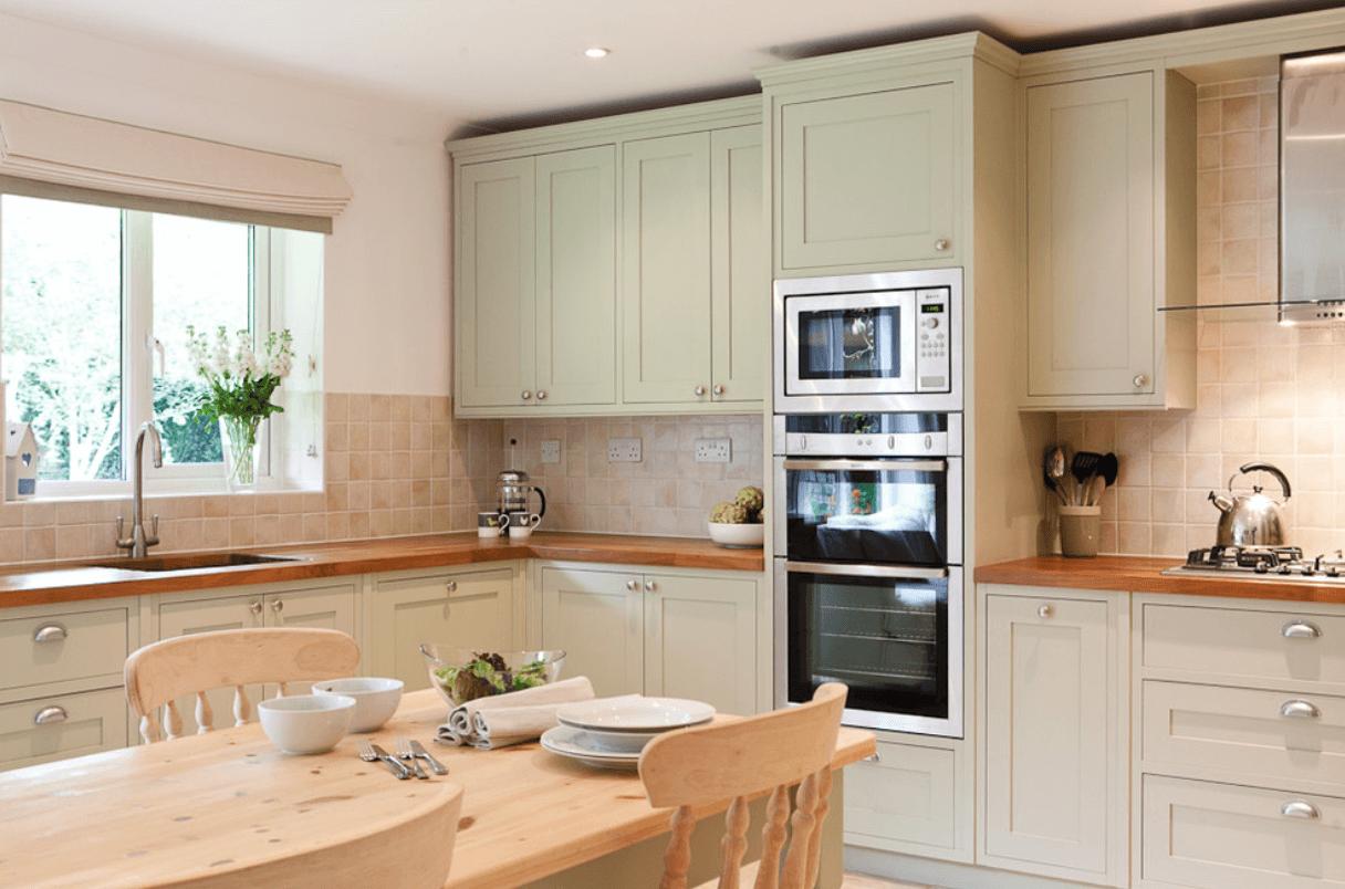 Расположение кухонного гарнитура на кухне фото