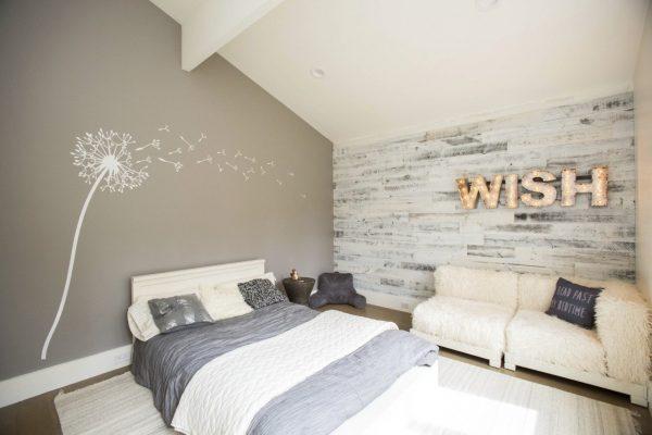 Интерьере комнаты с ламинатом