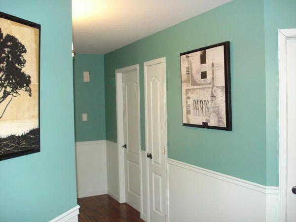 Крашенные стены в коридоре