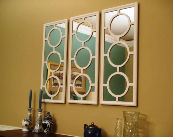 Стена с зеркалом