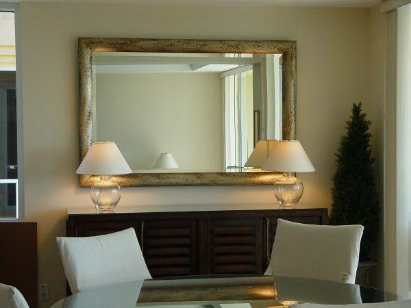 Фото стены с зеркалом