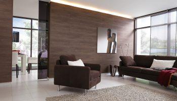 Красивые варианты отделки стен ламинатом в разных комнатах