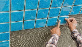 Какой клей нужен для плитки в бассейн
