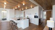 Как поднять низкий потолок в доме из дерева — 7 советов