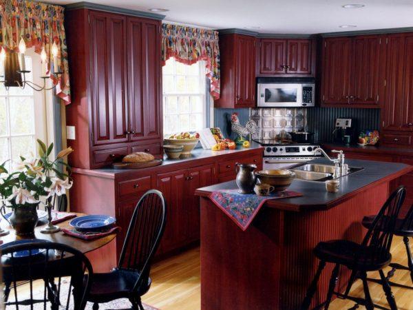Бордовый цвет на кухне