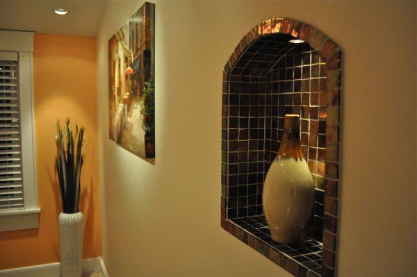 Декоративная ниша в стене