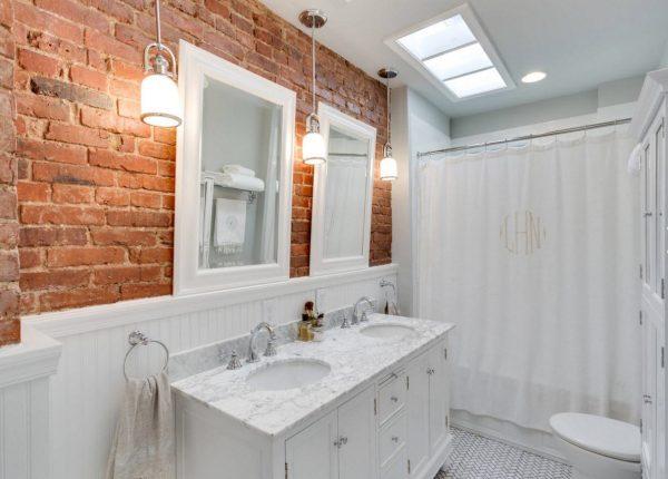 Декоративный кирпич в ванной