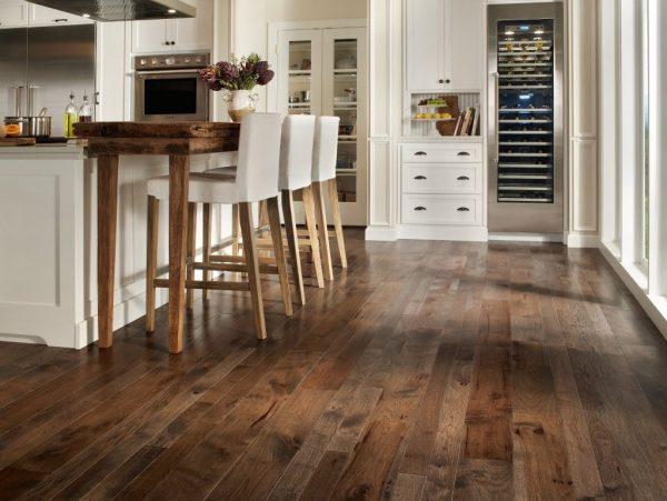 Фото деревянного пола на кухне