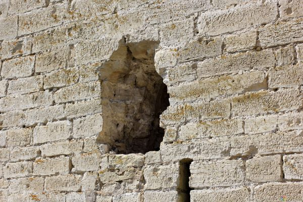 Дыра в кирпичной стене