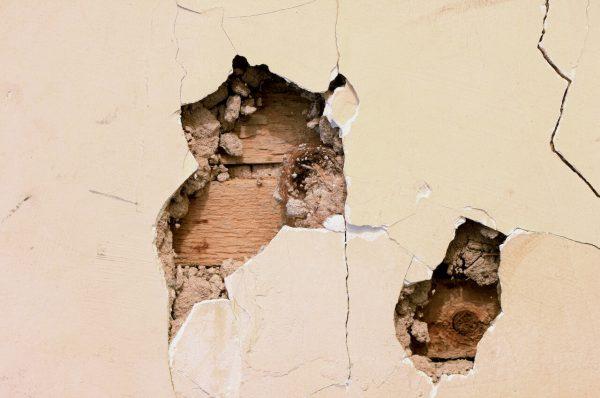 Фото дырок в стене
