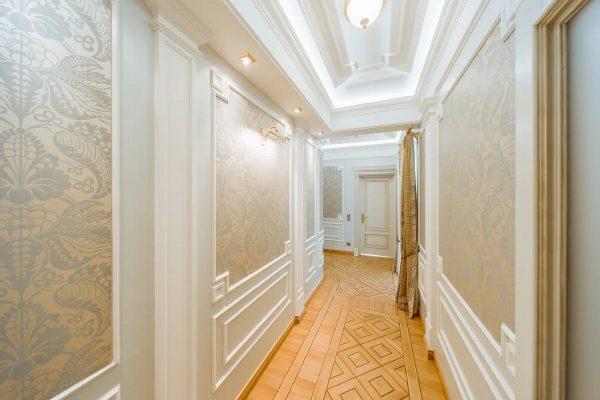 Флизелиновые обои в коридоре
