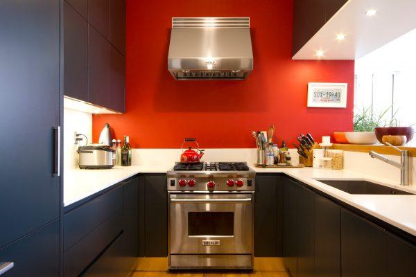 Фото красной стены на кухне