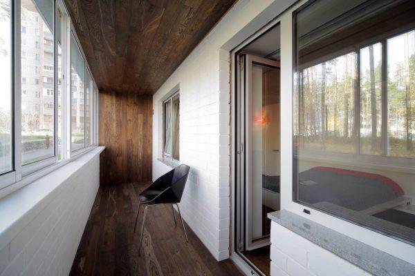 Фото ламината на балконе