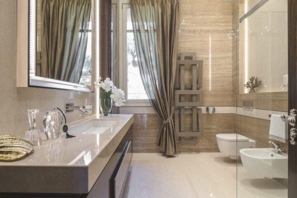 Линолеум на стенах в ванной