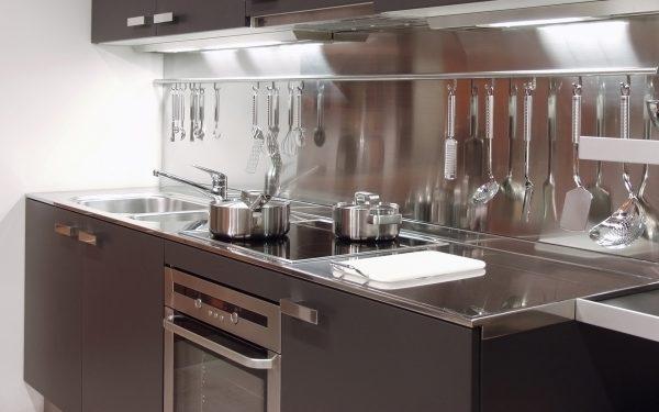 Металлические панели на кухне