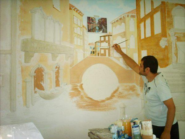 Нанесение фрески на стену