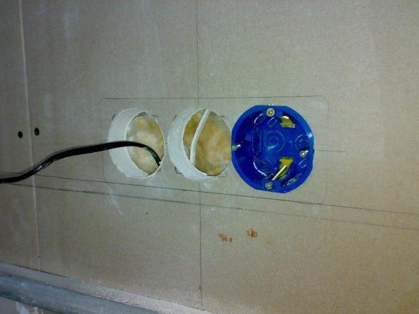 Фото подрозетника в стене