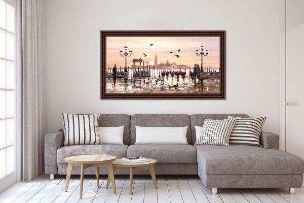 Фото постера над диваном