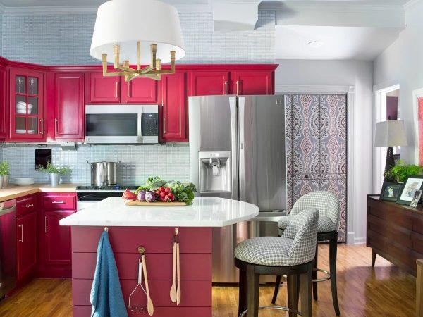 Розовая мебель на кухне